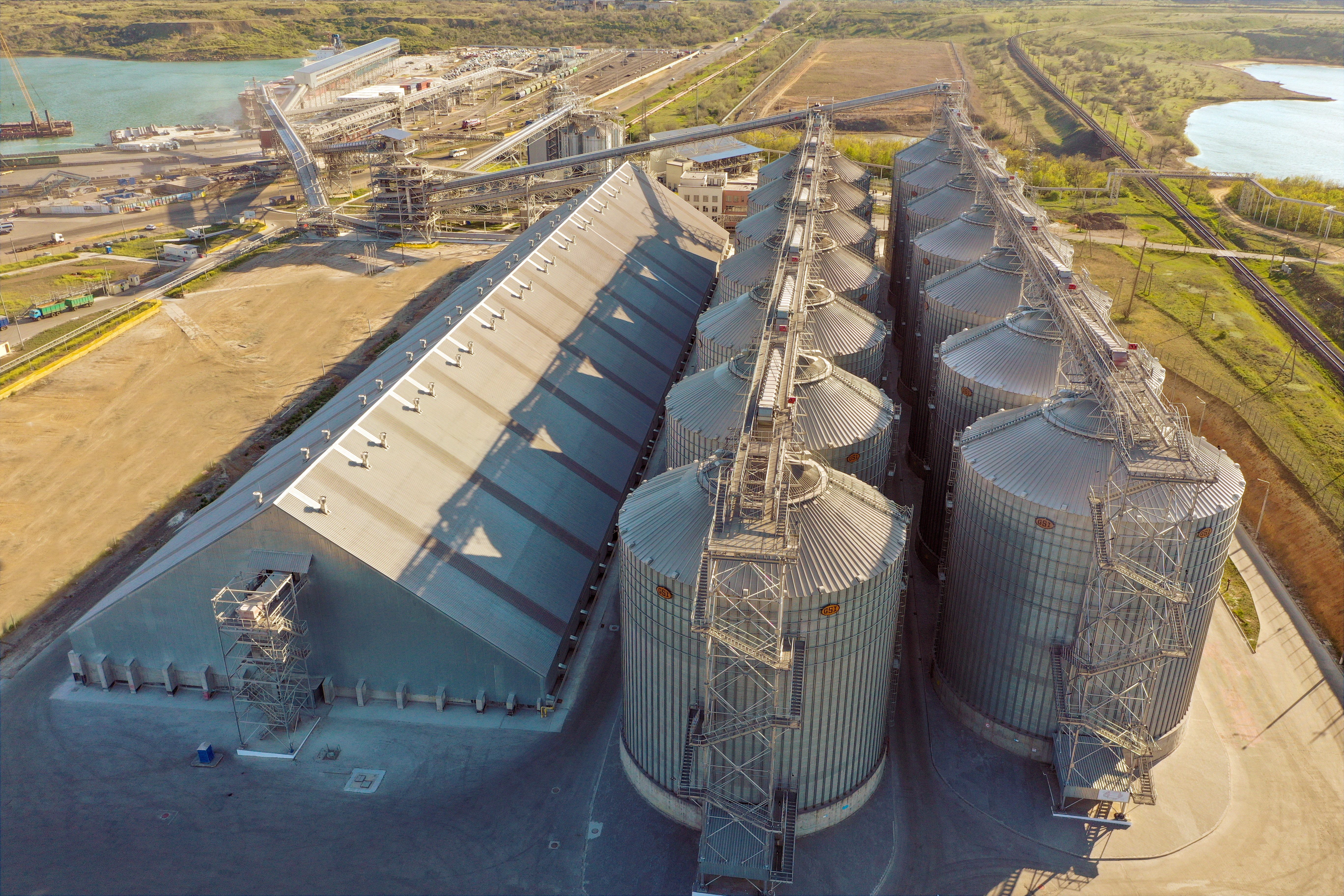 One of the largest granaries in Ukraine with a storage capacity of up to 80 thousand tons